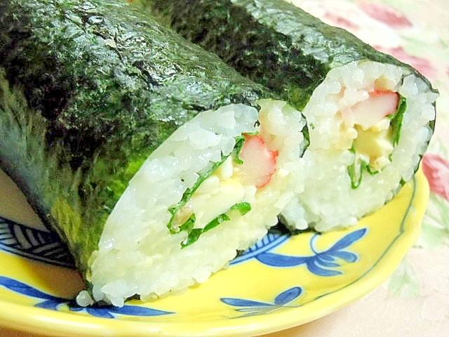 卵サラダと大葉とカニかまの巻き寿司