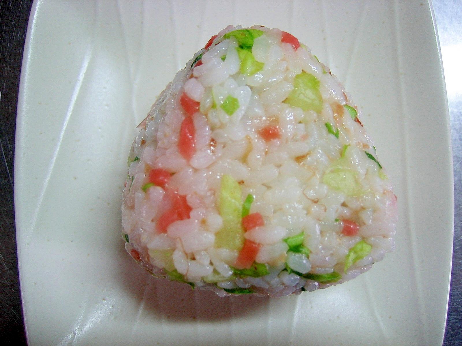 紅ショウガ&サラダ菜&おかかの麺つゆ入りおにぎり