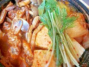 白菜キムチや豆腐が入ったケジャン鍋