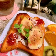 無花果と桃ジャムのチーズトースト