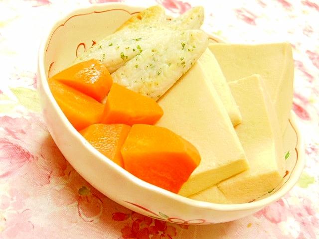 白みそ仕立て紫蘇笹蒲鉾と高野豆腐の煮物