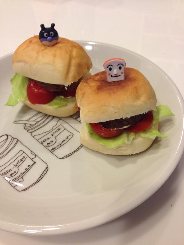 ディナーロールで!ミニサイズハンバーガー