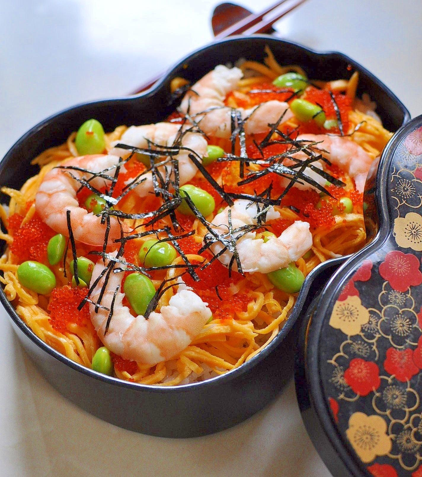 1. 海老ととびっこのちらし寿司