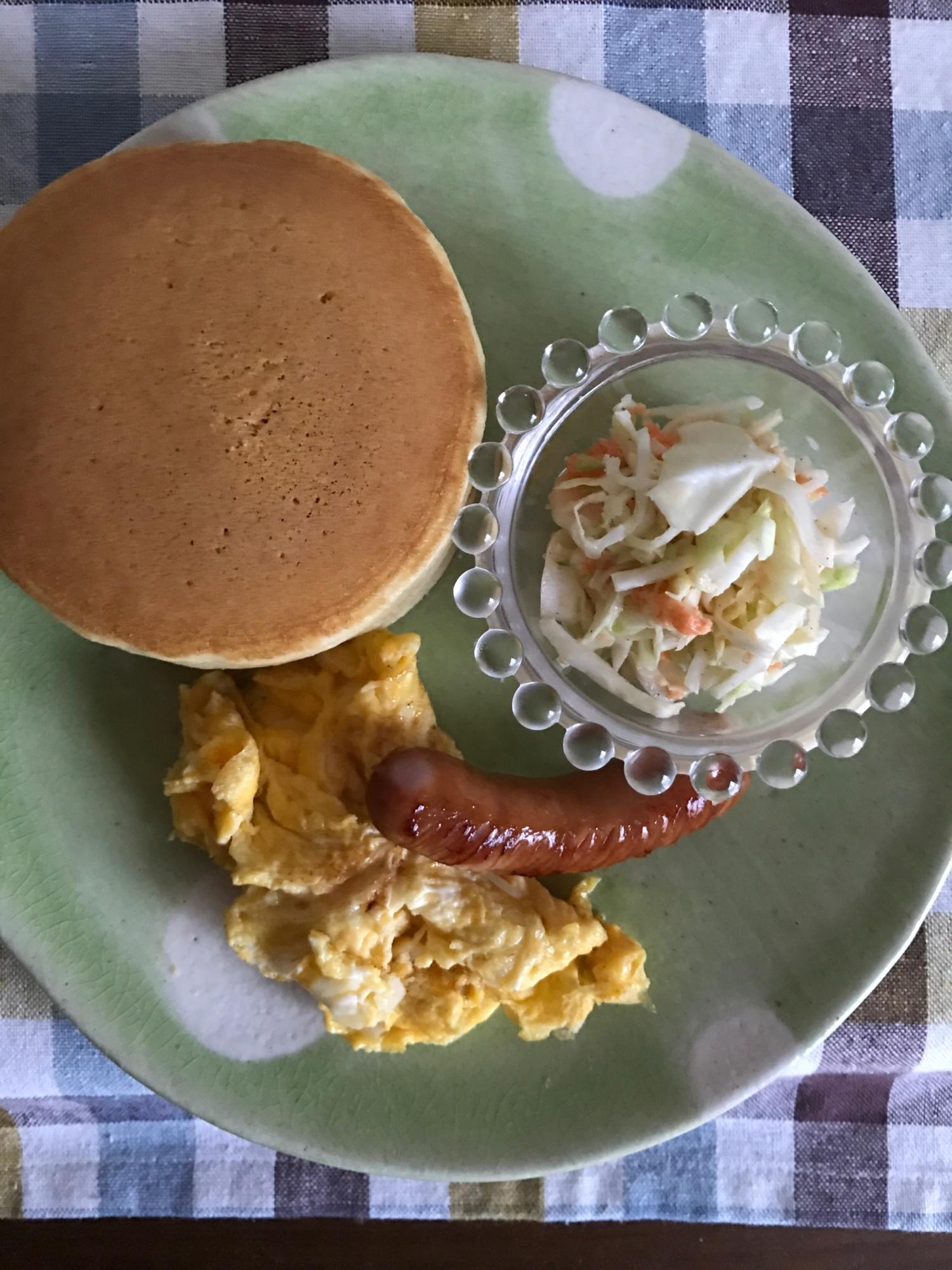 パンケーキとウィンナー、炒り卵の朝ごはん レシピ・作り方
