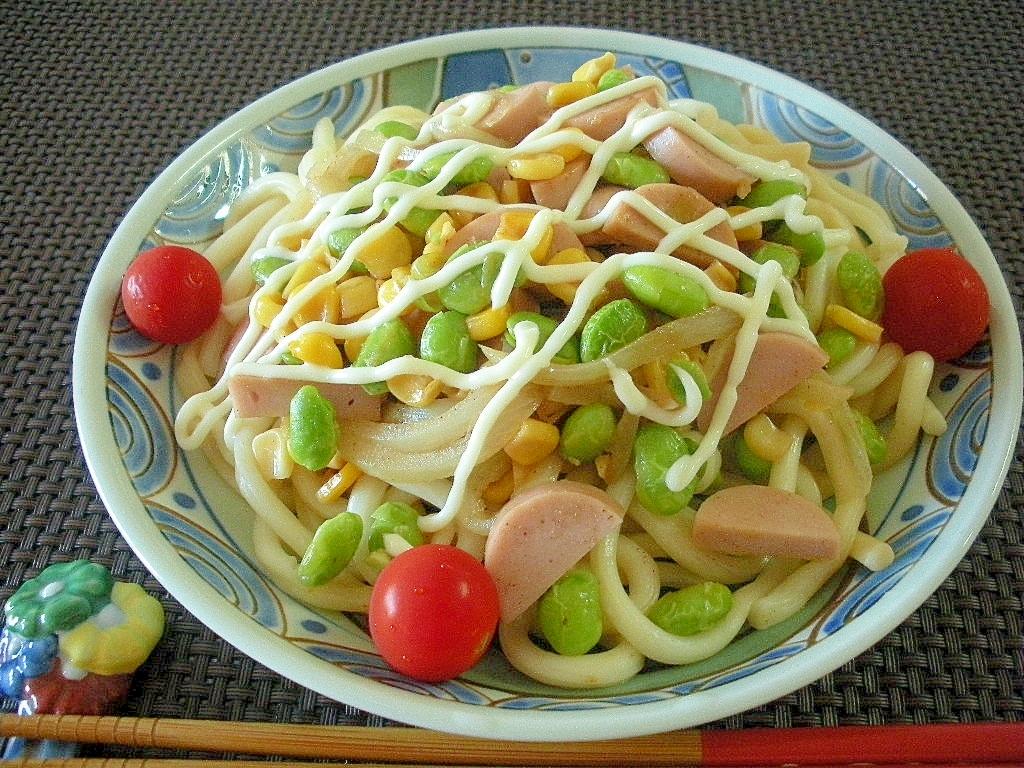 夏はこれ!枝豆とコーンのマヨネーズ焼きうどん♪