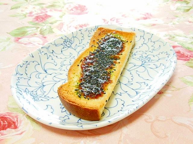 たこ焼きソースの黒胡麻青海苔トースト