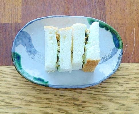 緑茶ヨーグルト風味☆グラノーラのサンドイッチ