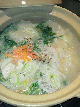 鍋キューブ使用!!土鍋で蓮根ワンタン野菜スープ