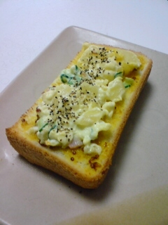 ハニーマスタードとポテトサラダのトースト