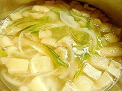 ミョウガと玉葱と油揚げの味噌汁