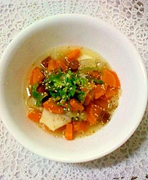 残ったおつまみ活用☆野菜とカルパスの塩麹スープ
