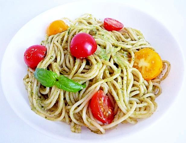 手軽に作る生バジルとプチトマトパスタ