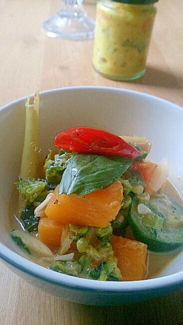 かぼちゃと緑の野菜のレモングラスココナッツカレー。