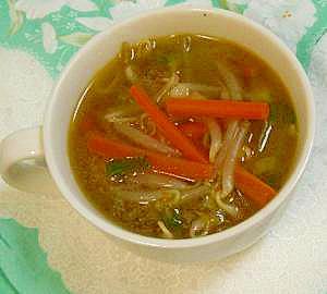 おかずにもなる、炒めもやしの中華スープ