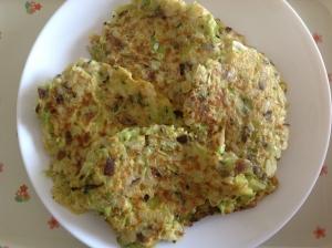 刻み野菜とご飯入り卵焼き