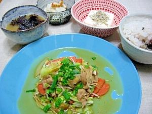 好きなお野菜でにんにく味噌炒め。