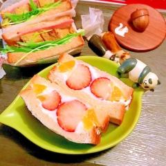 ゴールデンオレンジと苺の柑橘クリームフルーツサンド