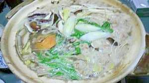 茸とすり身団子入りの貝の鍋物