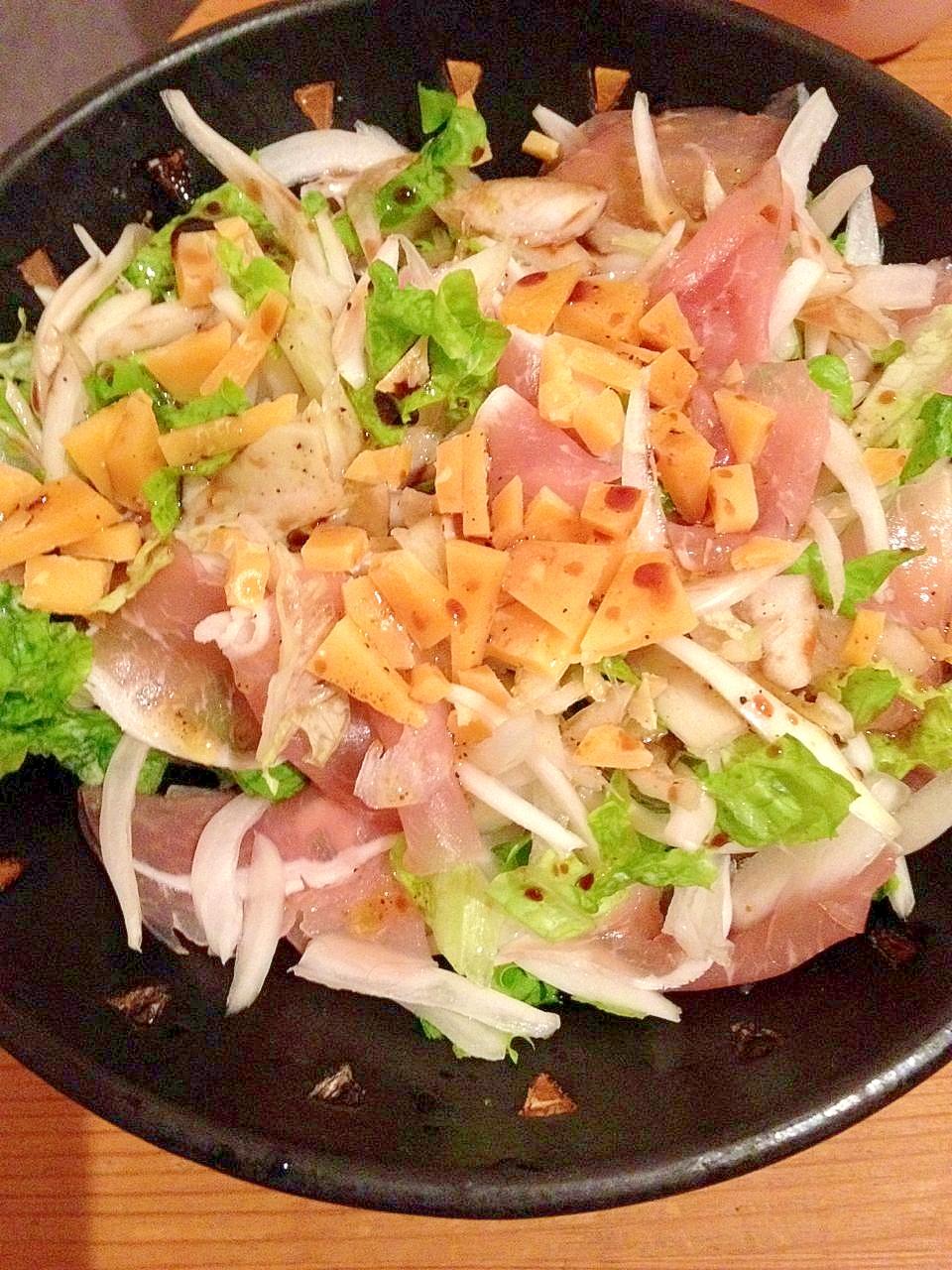 新玉葱と生ハムのサラダ