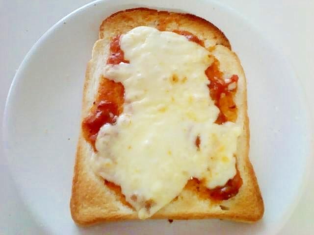 簡単ピザ食パン