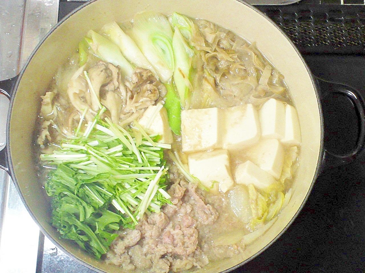 すき焼きより美味しい!醤油麹と味噌のまろやか牛鍋