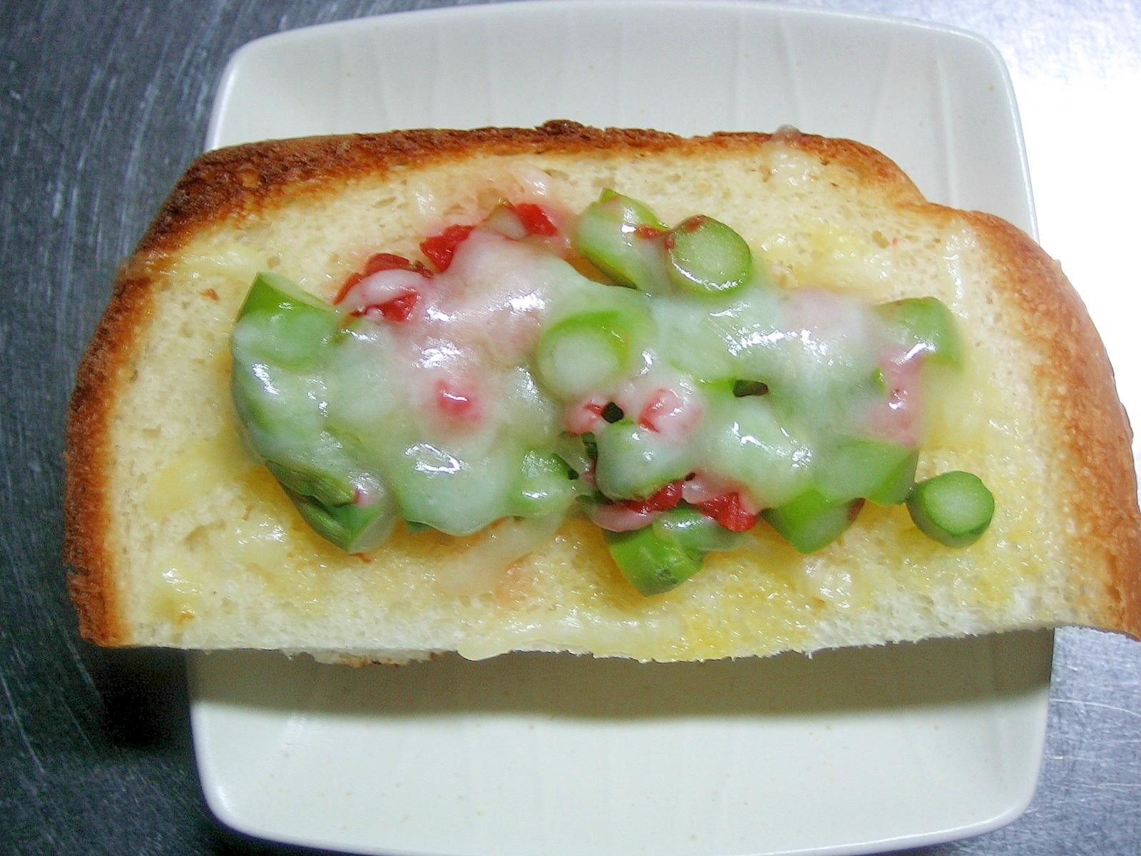 アスパラ&梅干しのチーズトースト