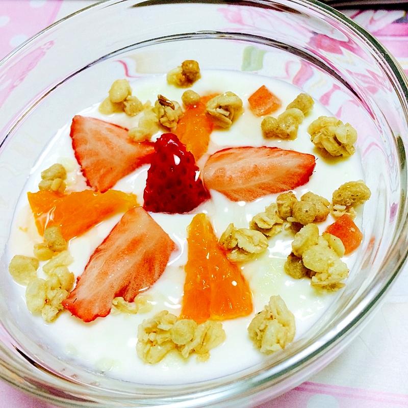 毎日の健康に!華やかフルーツヨーグルト
