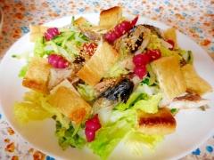 焼きサバと油揚げとチョロギのサラダ