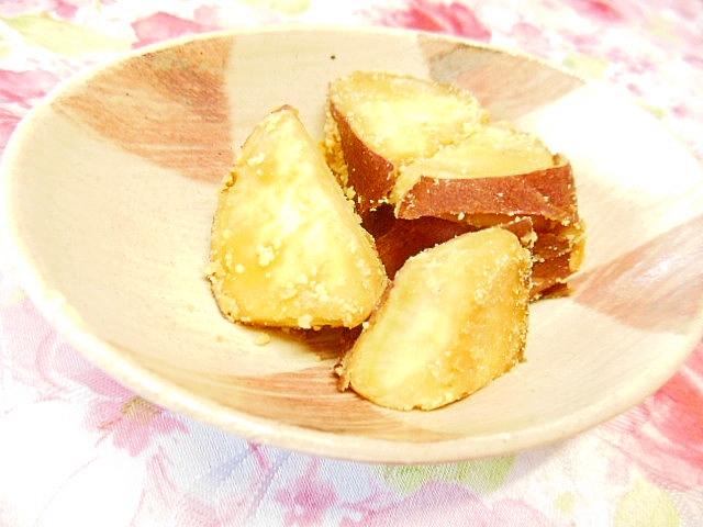 薩摩芋と粉末ピーナッツのバター醤油炒め