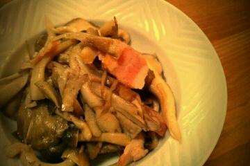 staub鍋で舞茸としめじとベーコンのシンプル蒸し
