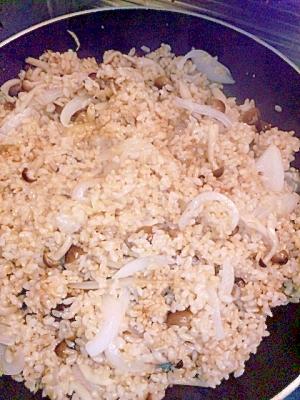 ぶなしめじと玉ねぎの玄米ごはん