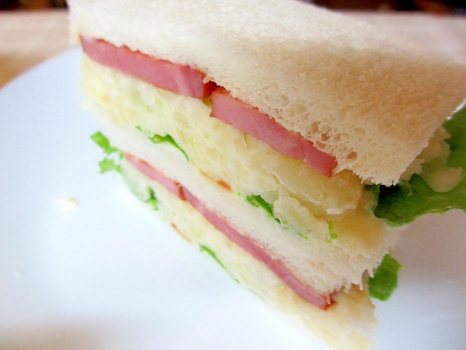 ベーコンとポテトサラダのサンドイッチ