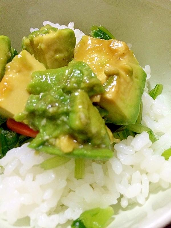 壬生菜のお漬物とアボガドどんぶり