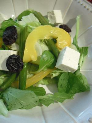 チーズとレーズンのサラダ