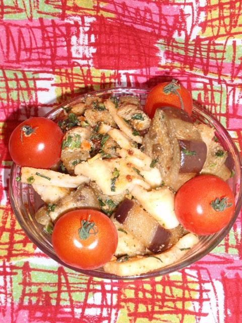 焼き茄子とはんぺんの辣油サラダ