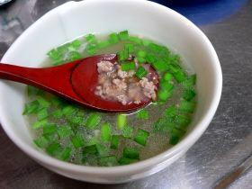 豚ひき肉のナンプラースープ