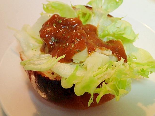 レタスとじゃが芋のカレーロールパン