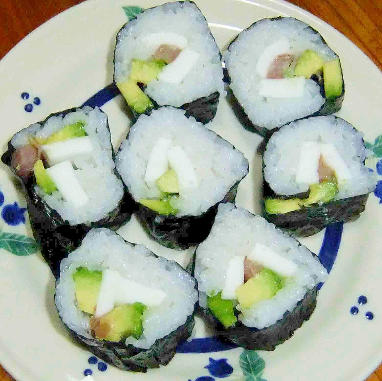 アボカドとはんぺんでちょっと巻き寿司