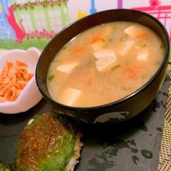 お豆腐と根菜の大葉バター味噌汁