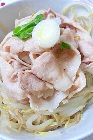 低カロリーでダイエットに◎もやしと豚肉の蒸し煮 レシピ・作り方