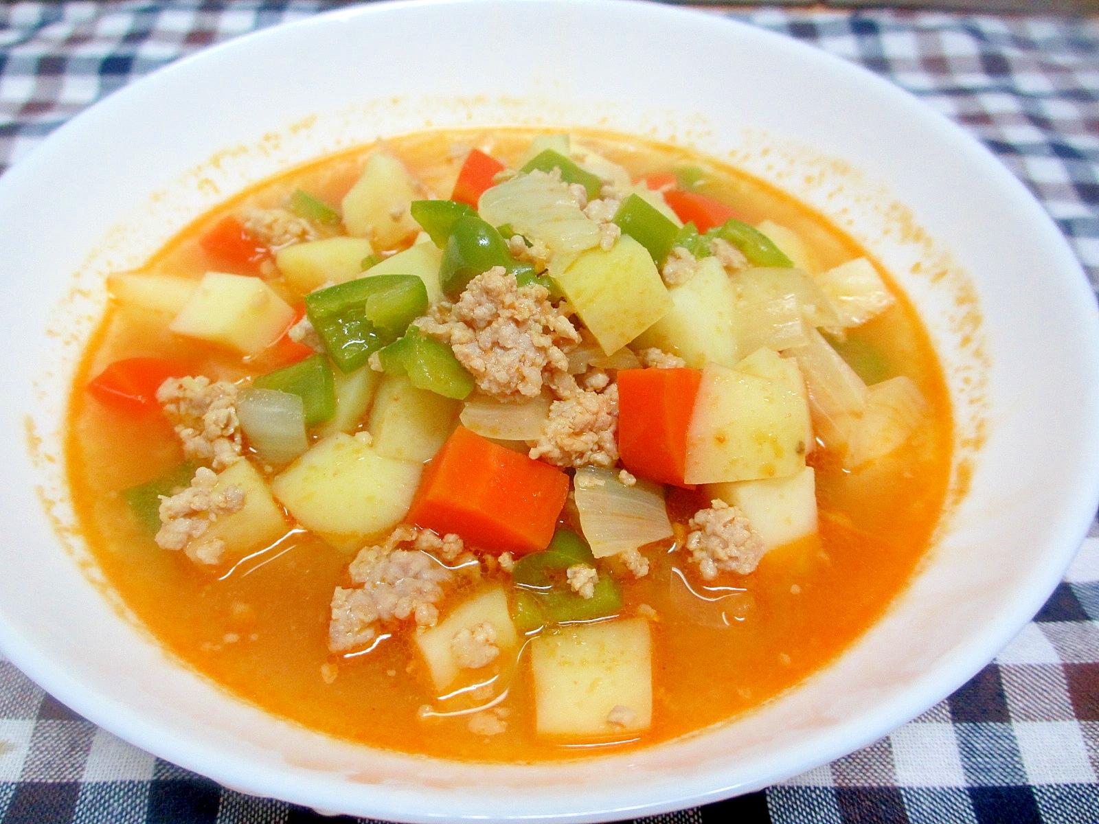 ジャガイモとピーマンのカレーケチャップスープ