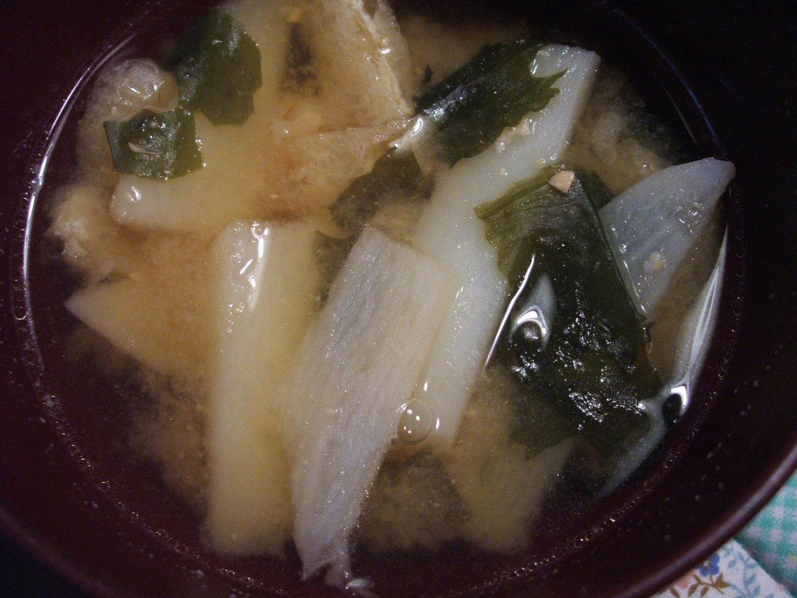 山芋とわかめの味噌汁