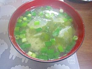 和朝食!大根とわかめとえんどう豆のお味噌汁
