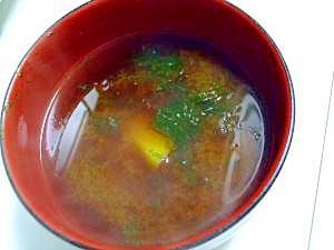 【便秘に】糸青のりが入ったサツマイモのお味噌汁