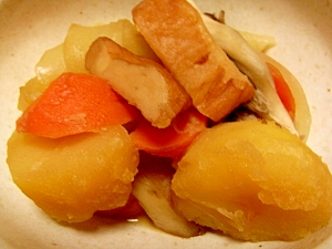 さつま揚げとジャガイモの煮物