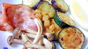 フライパン一つで作るベーコンといろいろ野菜焼き