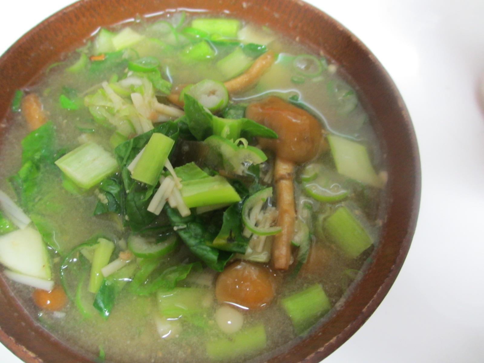 小松菜、なめこ、えのきの味噌汁