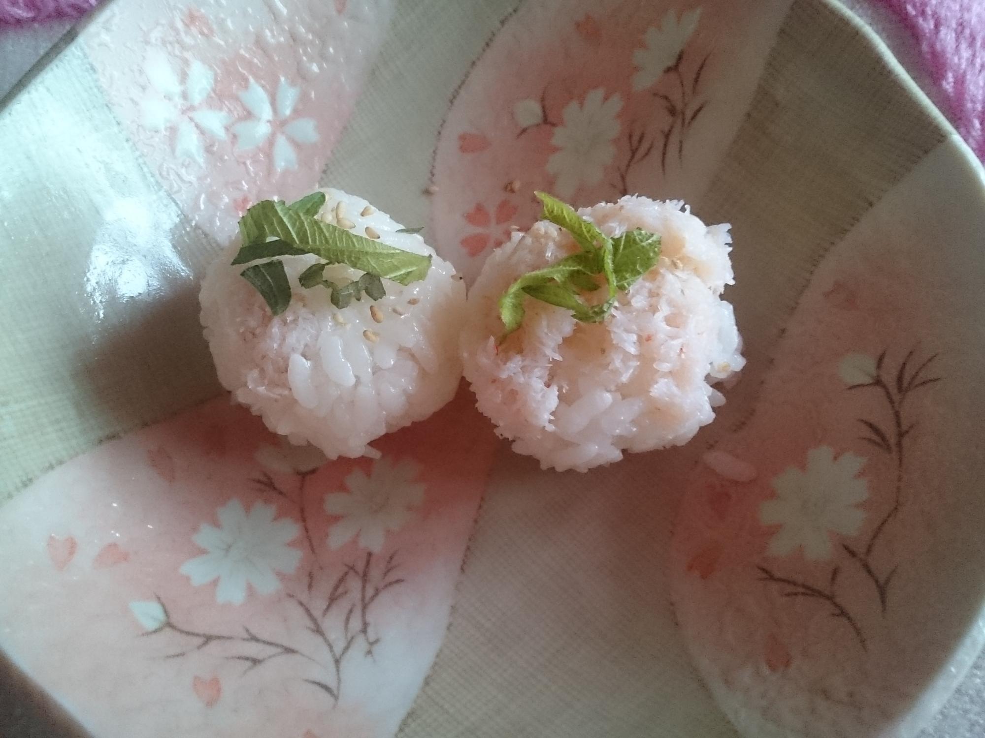 6. カニたっぷり手まり寿司