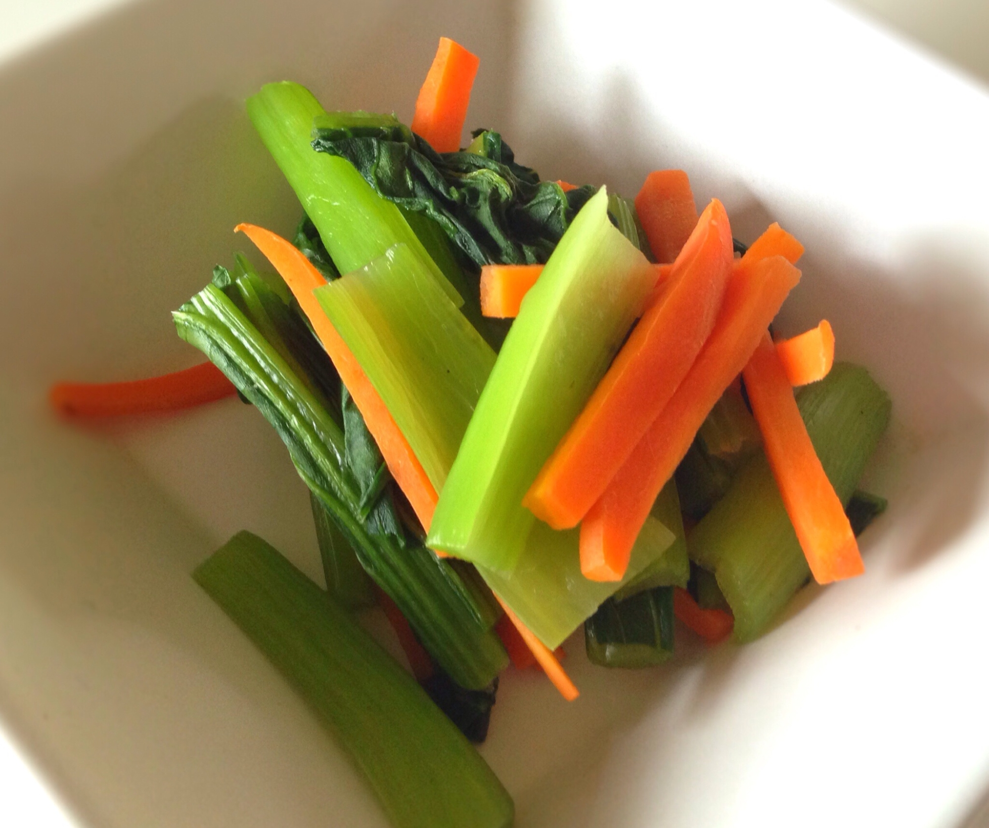 電子レンジで簡単!小松菜とにんじんのコンソメ煮