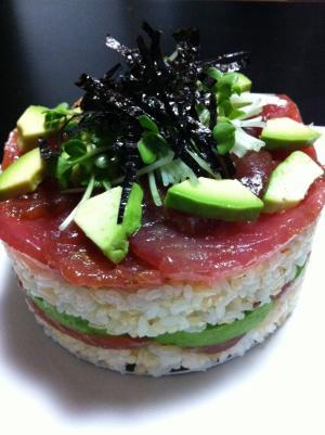 お祝いに☆マグロとアボガドの寿司ケーキ